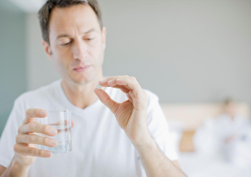 Почему больно глотать, но горло не болит: причины, возможные заболевания, методы лечения