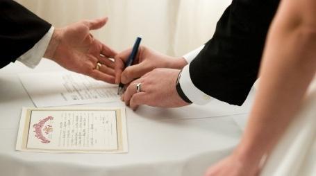 В какой срок и как поменять паспорт после замужества