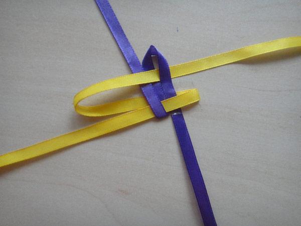 Немного о том, как сделать браслеты из ленточек