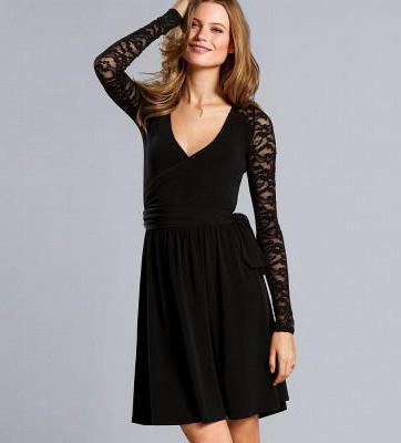 платье с кружевами черное