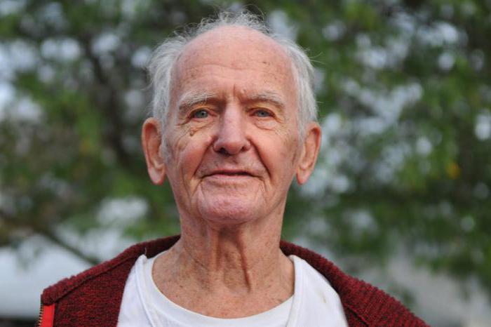 что подарить мужчине на 70 лет рыбаку