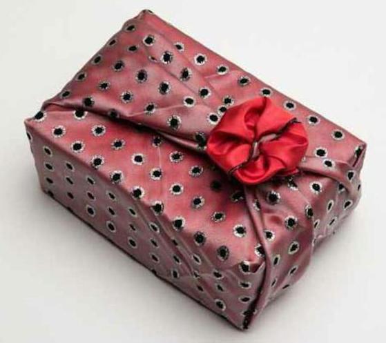 прикольные подарки на 23 февраля мужчинам коллегам