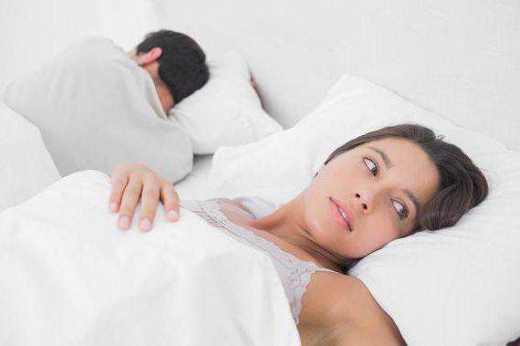 При мастурбации член стоит а при сексе падает