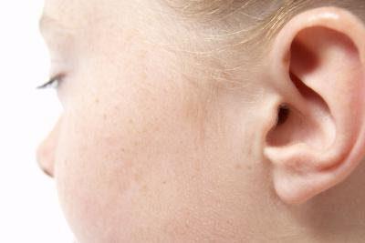 как промывают уши от серных пробок детям