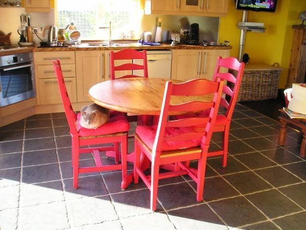 круглый стол для кухни