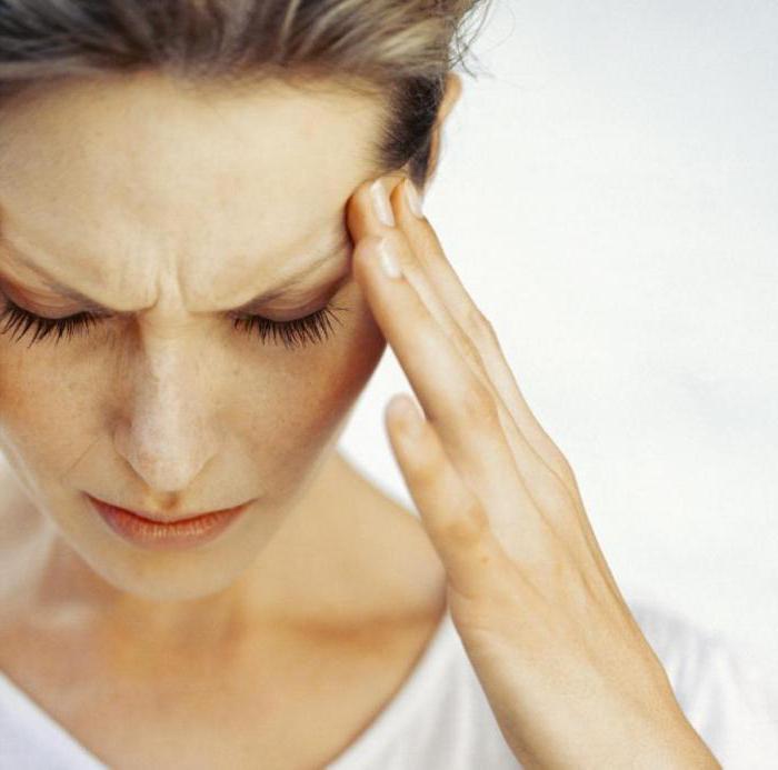 Почему болит лоб между бровями?