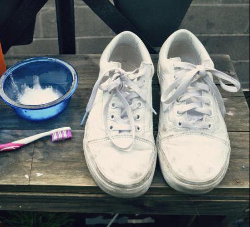 как почистить белые кеды из ткани содой