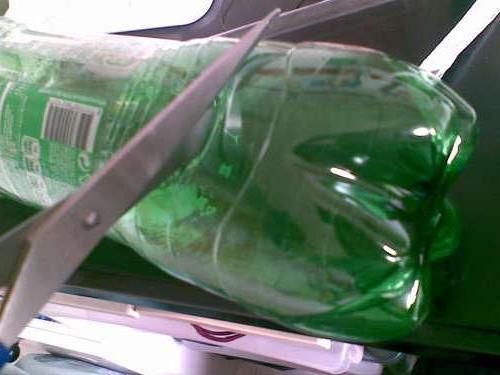 Сделать лягушку из бутылок
