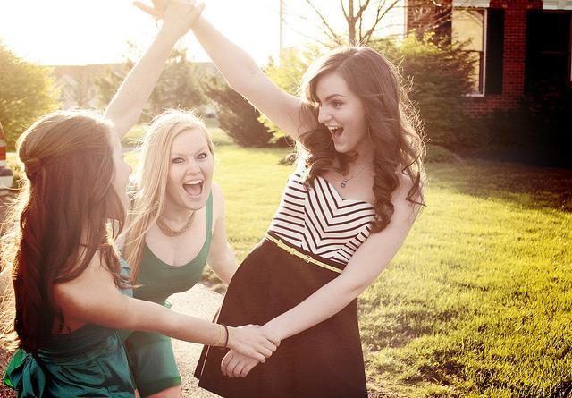 Лучшая подруга: кто она и как ее поздравить?
