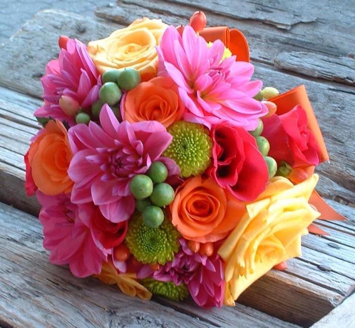 Какого цвета розы дарят на свадьбу