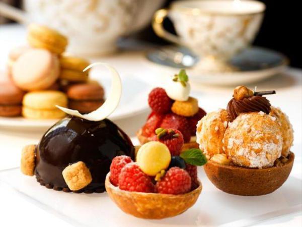 чай и пирожные