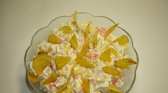 салат из крабовых палочек на чипсах рецепт