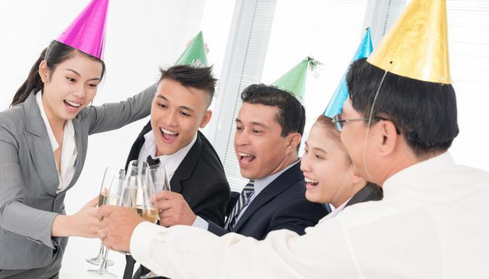 как отпраздновать день рождения с коллегами