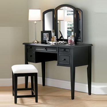 Горизонтальное зеркало над столиком