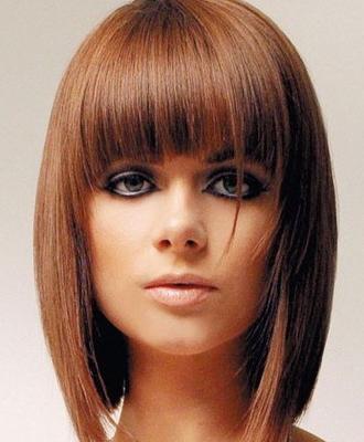 Удлиненное каре на длинные волосы многие предпочитают носить с челкой.