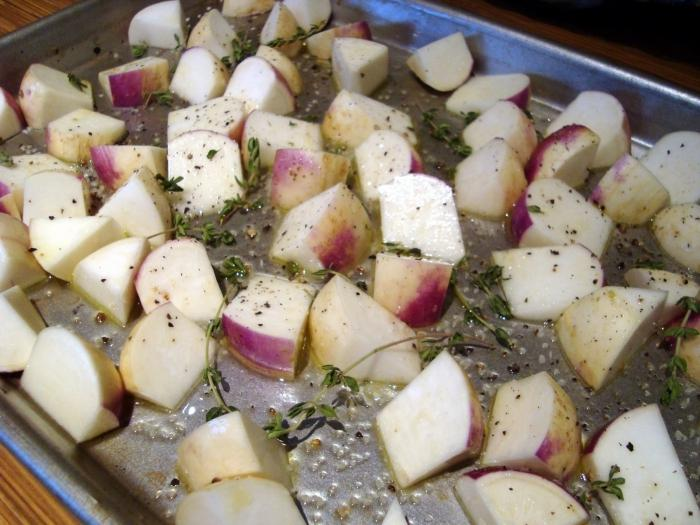 Тушена картошка в горшочках