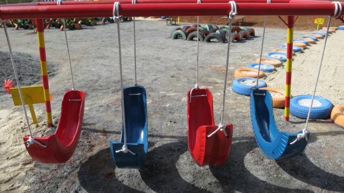 Детские площадки своими руками из шин и бутылок