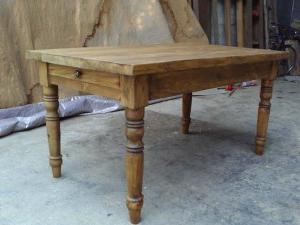 Как сделать стол своими руками из дерева