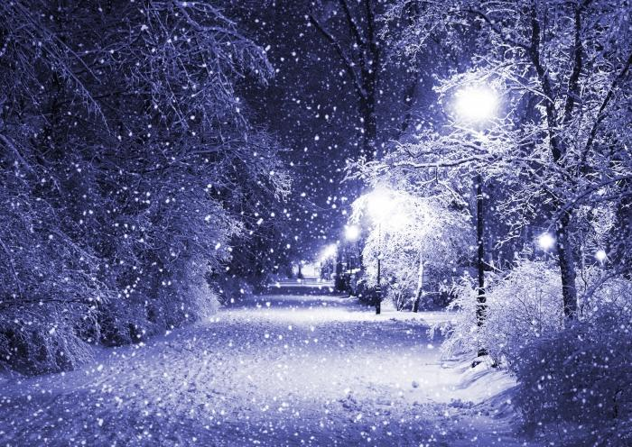 Тонкий снег на дороге