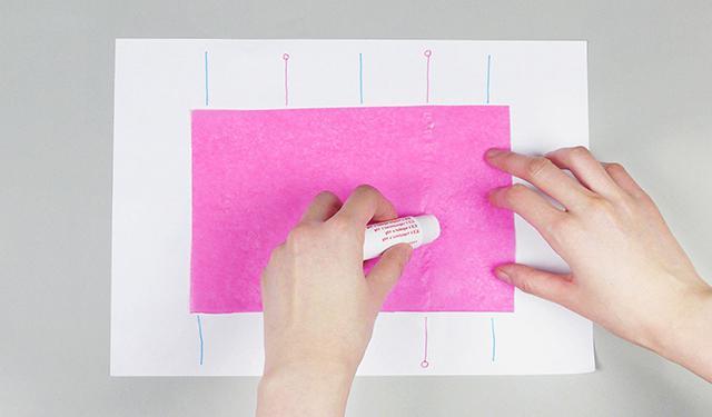 сделать помпоны из гофрированной бумаги