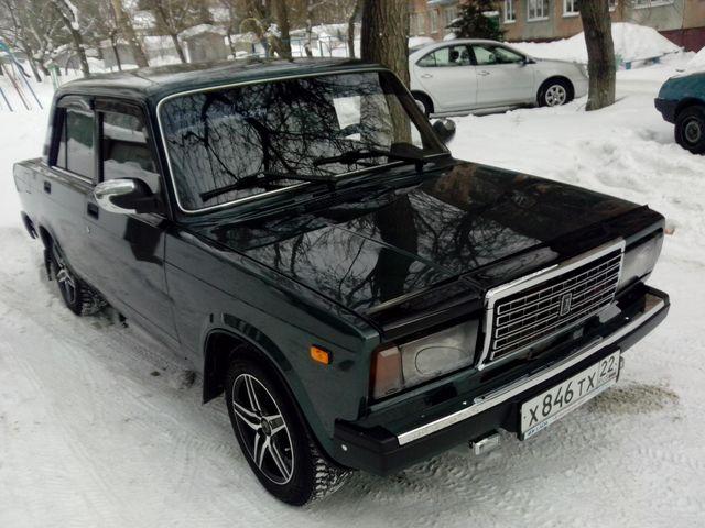 Black VAZ 2107 on large drives