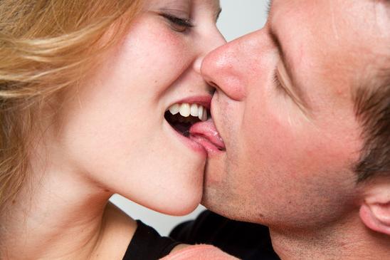 Французский поцелуй: как это делать? Восемь советов по технике