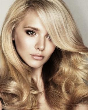 Что наносят на волосы перед окрашиванием