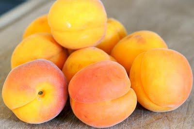 Сколько калорий в абрикосах а также