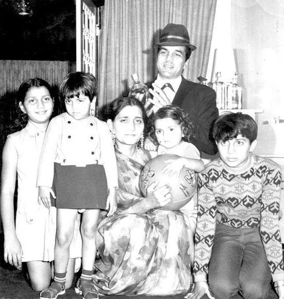 это дхармендра биография и его семья фото столыпин относится детерминантным