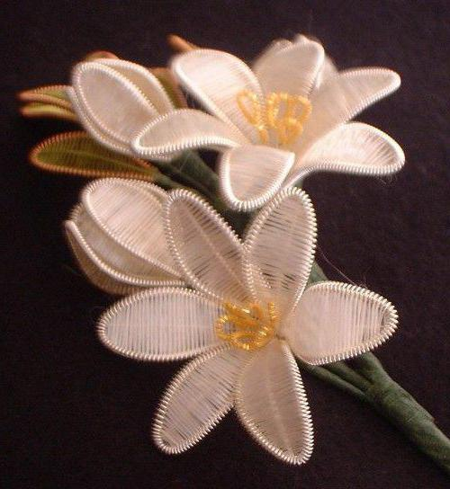 Цве�� из ни�ок и п�оволоки �воими ��ками