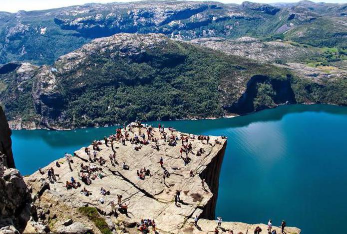 норвегия гора прекестулен