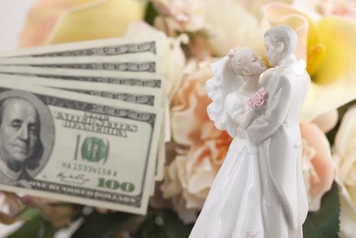 Как подать на алименты, находясь в браке?