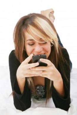 Что написать парню, чтобы ему было приятно, по СМС или по электронной почте?