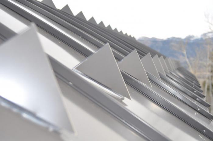 Снегозадержание на крыше из металлочерепицы