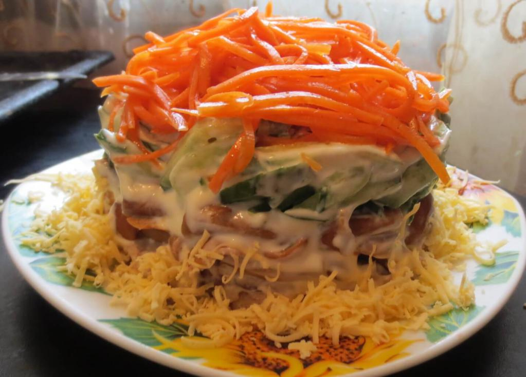 Salad with meat and carrots
