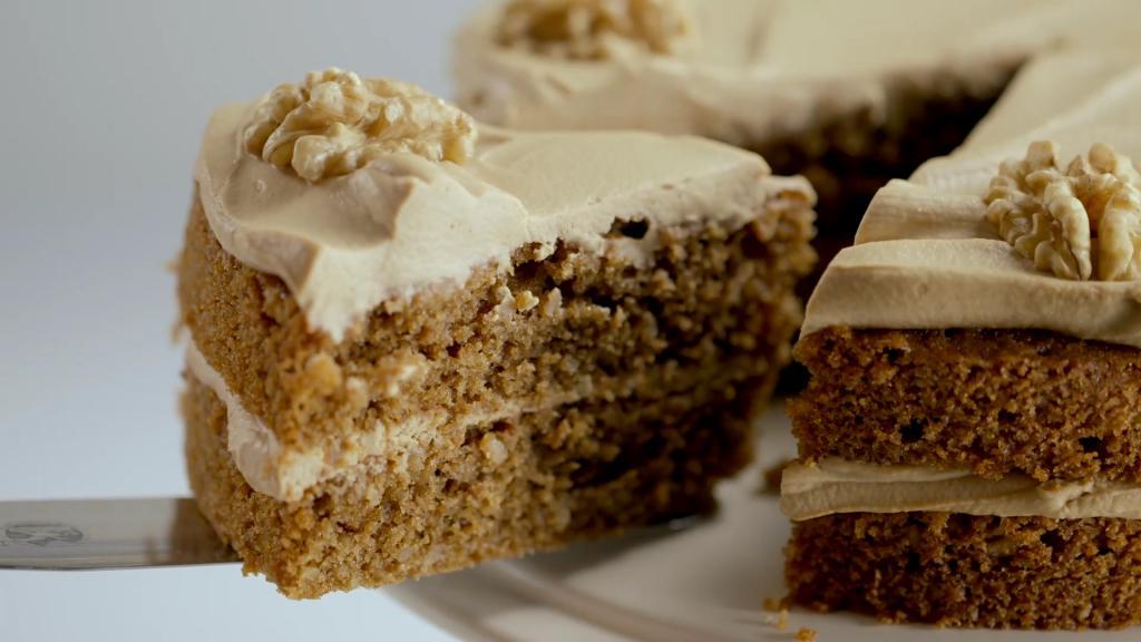 Кофейный торт с грецкими орехами.