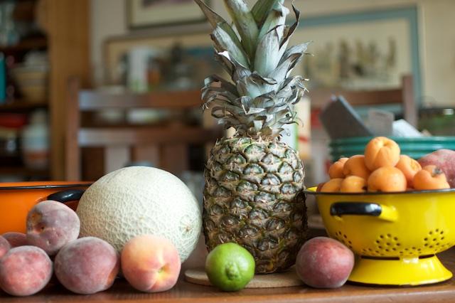 Как нарезать ананас?