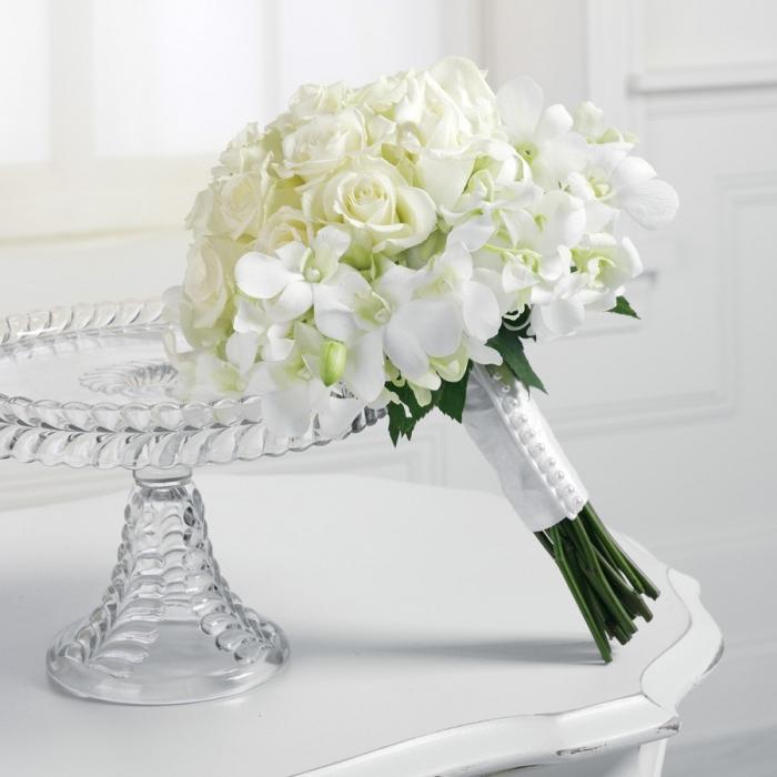 Букет из белых роз на свадьбу в подарок 37