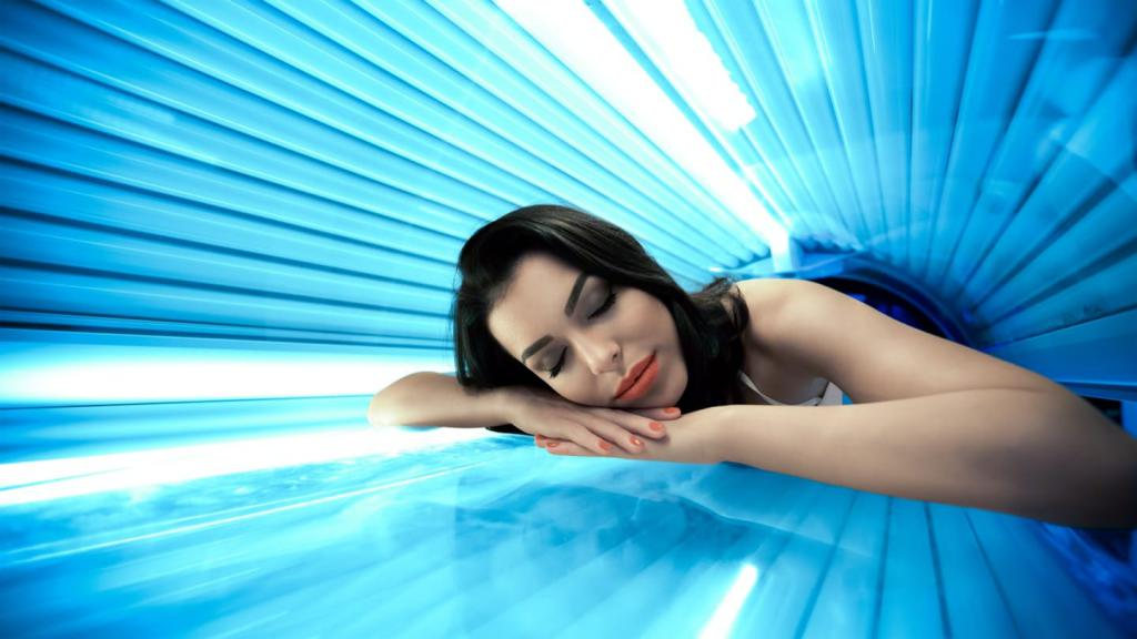 Tanning in a horizontal tanning bed