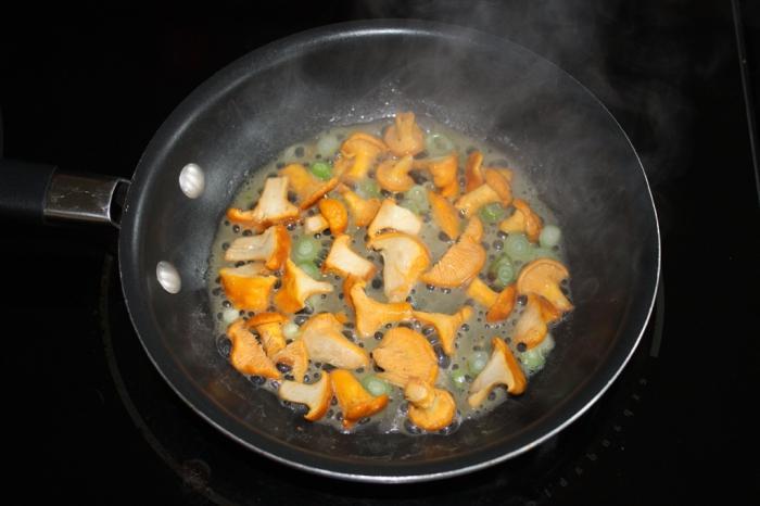 как готовить грибы лисички с жареной картошкой