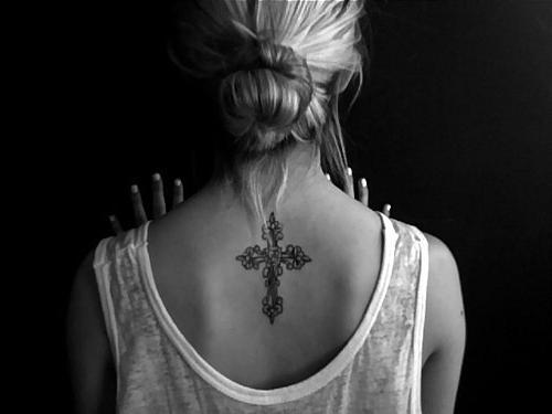 Татуировки дракона на спине у девушек фото