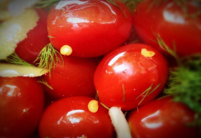 Как замариновать помидоры быстро