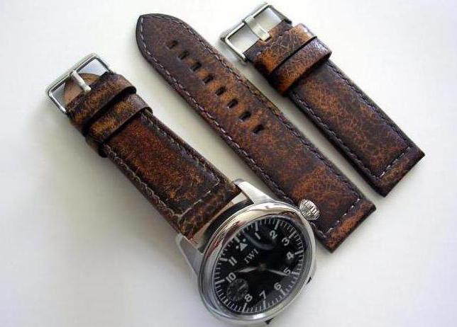 часы на широком кожаном ремешке