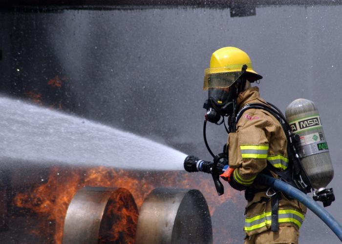 боевая одежда и снаряжение пожарного