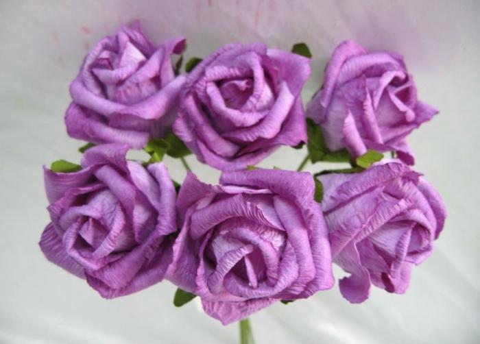 Чайные розы из гофрированной бумаги своими руками