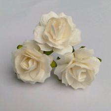 большие розы из гофрированной бумаги