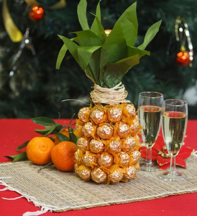 бутылка шампанского ананас из конфет