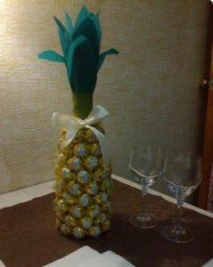изготовление ананаса из конфет
