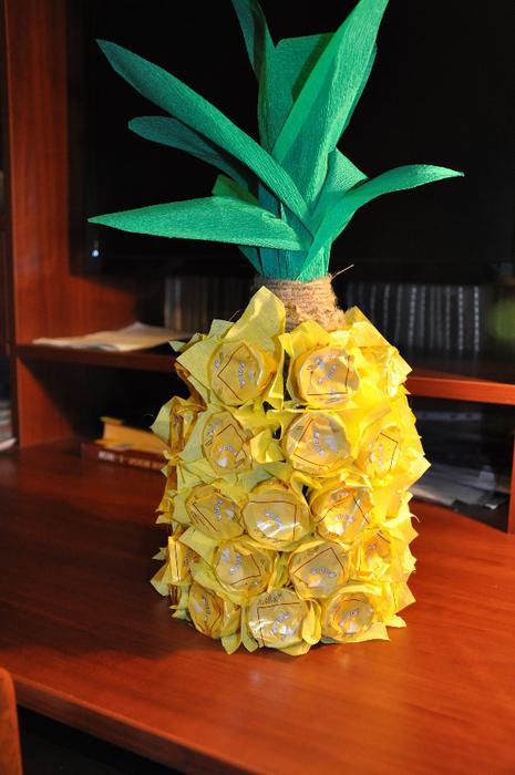 ананас из конфет золотая лилия