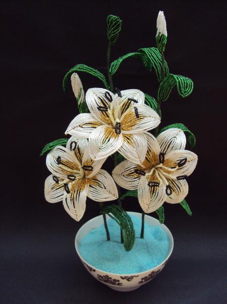 лилия из бисера мк белые соцветия